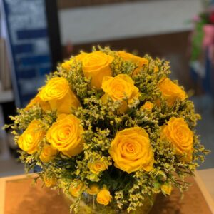 Yellow roses invase , send flowers online