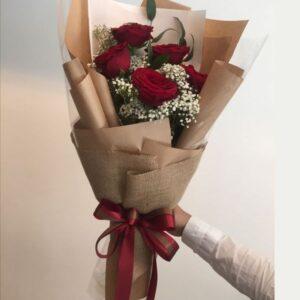 5 luxury red roses